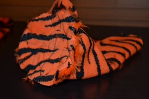 make tiger feet