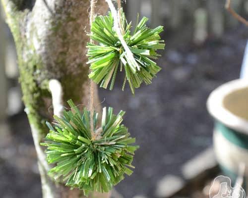 DIY nature pom poms using grass