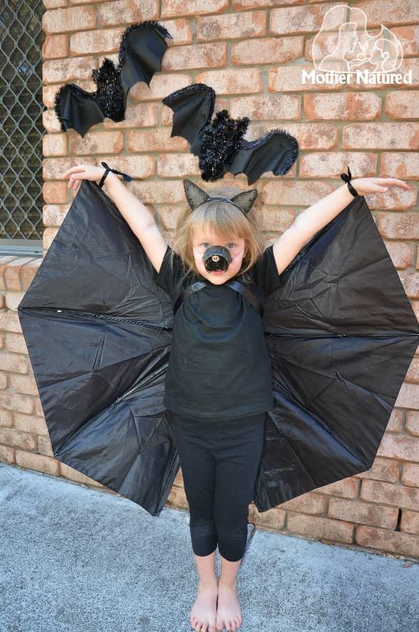 http://mothernatured.com/mn/wp-content/uploads/2014/10/Make-a-bat-costume-with-an-umbrella.jpg