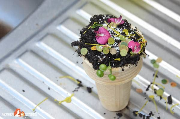 Nature Play: Mud Ice Creamery